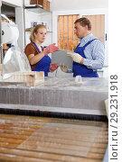 Купить «Male with female working on glass washing machine», фото № 29231918, снято 10 сентября 2018 г. (c) Яков Филимонов / Фотобанк Лори