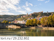 Купить «Autumn Tbilisi, view of Narikala fortress and Metekhi bridge», фото № 29232802, снято 3 октября 2018 г. (c) Юлия Бабкина / Фотобанк Лори