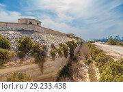 Купить «Марсашлокк, Мальта. Крепостная стена и сухой ров британского форта Делимара, 1876 - 1888 гг.», фото № 29233438, снято 18 сентября 2016 г. (c) Rokhin Valery / Фотобанк Лори
