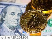 Купить «Несколько золотых монеток биткоин на фоне долларов США», фото № 29234966, снято 13 августа 2018 г. (c) Екатерина Овсянникова / Фотобанк Лори