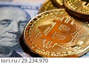 Купить «Золотые монетки биткоин на фоне 100 долларов США», фото № 29234970, снято 13 августа 2018 г. (c) Екатерина Овсянникова / Фотобанк Лори
