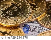 Купить «Золотые монетки биткоин на фоне долларовых банкнот США», фото № 29234978, снято 13 августа 2018 г. (c) Екатерина Овсянникова / Фотобанк Лори