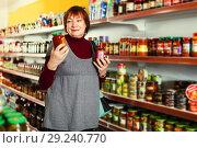 Купить «female consumer choosing tomato paste», фото № 29240770, снято 15 декабря 2017 г. (c) Яков Филимонов / Фотобанк Лори