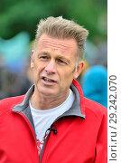 Купить «Chris Packham - TV wildlife presenter - in Hyde Park before the People's Walk for Wildlife, London, 22nd Sept 2018.», фото № 29242070, снято 22 сентября 2018 г. (c) age Fotostock / Фотобанк Лори