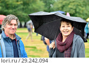 Martin Hughes-Games - BBC nature presenter - and Caroline Lucas MP (Green, Brighton) talking in Hyde Park before the People's Walk for Wildlife, London, 22nd Sept 2018. Редакционное фото, фотограф Phil Robinson / age Fotostock / Фотобанк Лори