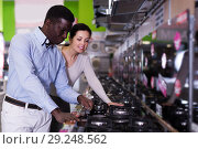 Купить «Couple selecting hob in household store», фото № 29248562, снято 21 февраля 2018 г. (c) Яков Филимонов / Фотобанк Лори