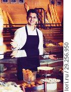 Купить «Hospitable man with delicious cream pies», фото № 29256950, снято 9 декабря 2018 г. (c) Яков Филимонов / Фотобанк Лори