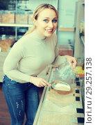 Купить «Woman picking cereals in organic store», фото № 29257138, снято 24 января 2020 г. (c) Яков Филимонов / Фотобанк Лори