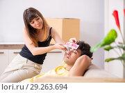 Купить «Young couple moving to new flat with fragile things», фото № 29263694, снято 5 июля 2018 г. (c) Elnur / Фотобанк Лори