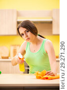 Купить «Young beatifull woman polishing table in the kitchen», фото № 29271290, снято 12 июня 2018 г. (c) Elnur / Фотобанк Лори