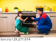 Купить «Woman with contractor at kitchen discussing repair», фото № 29271614, снято 20 июня 2018 г. (c) Elnur / Фотобанк Лори