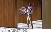 Купить «Girl clown rides a unicycle then juggling a bike outdoors», видеоролик № 29271642, снято 20 октября 2018 г. (c) Алексей Кузнецов / Фотобанк Лори