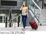 Купить «Girl using phone on subway station», фото № 29273962, снято 19 сентября 2018 г. (c) Яков Филимонов / Фотобанк Лори