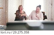Купить «Elderly women sat down to relax and watch TV», видеоролик № 29275358, снято 22 октября 2018 г. (c) Константин Шишкин / Фотобанк Лори