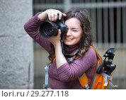 Купить «girl photographer with camera», фото № 29277118, снято 9 декабря 2018 г. (c) Яков Филимонов / Фотобанк Лори