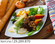 Купить «Chicken hearts in salad with roasted cheese, peach, pear», фото № 29289870, снято 10 декабря 2018 г. (c) Яков Филимонов / Фотобанк Лори