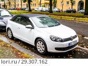 Купить «Volkswagen Golf», фото № 29307162, снято 10 сентября 2013 г. (c) Art Konovalov / Фотобанк Лори