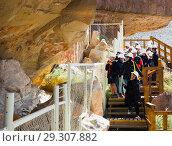 Купить «Excursion at Cueva de las Manos», фото № 29307882, снято 30 января 2017 г. (c) Яков Филимонов / Фотобанк Лори