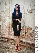 Купить «Rock girl with blue hair on a city street», фото № 29308094, снято 25 июня 2018 г. (c) Дмитрий Черевко / Фотобанк Лори