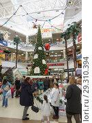 Купить «Russia, Krasnodar-January 07, 2017: New year decoration of the shopping and entertainment complex Red Square», фото № 29310394, снято 7 января 2017 г. (c) Наталья Гармашева / Фотобанк Лори
