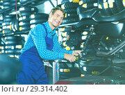 Portrait of mature mechanic man working with bike. Стоковое фото, фотограф Яков Филимонов / Фотобанк Лори