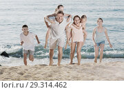 Купить «Large family happily running and carrying kids on parents back», фото № 29314462, снято 19 марта 2019 г. (c) Яков Филимонов / Фотобанк Лори