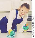 Купить «Housekeeper female 20-25 years old is cleaning dust from the desk», фото № 29314574, снято 20 августа 2019 г. (c) Яков Филимонов / Фотобанк Лори