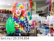 Купить «Girl joking in festive accessories shop», фото № 29314854, снято 15 марта 2018 г. (c) Яков Филимонов / Фотобанк Лори