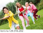 Купить «Cheerful children are competing and tug of war», фото № 29316202, снято 7 сентября 2017 г. (c) Яков Филимонов / Фотобанк Лори
