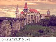 Купить «Corvin Castle is on the green mountain», фото № 29316578, снято 21 сентября 2017 г. (c) Яков Филимонов / Фотобанк Лори