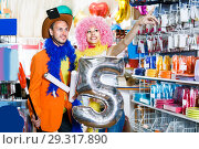 Купить «Family is preparing for fest», фото № 29317890, снято 11 апреля 2017 г. (c) Яков Филимонов / Фотобанк Лори