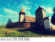 Купить «Fortified church in Brateiu, Romania», фото № 29318006, снято 17 сентября 2017 г. (c) Яков Филимонов / Фотобанк Лори