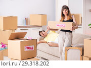Купить «Young couple moving to new flat with fragile things», фото № 29318202, снято 5 июля 2018 г. (c) Elnur / Фотобанк Лори