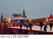 Купить «ГУМ-каток на Красной площади в Москве, Россия», фото № 29320986, снято 28 декабря 2017 г. (c) Елена Коромыслова / Фотобанк Лори