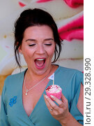 Купить «Candice Brown the 2016 Great British Bake Off winner attends Alzheimer's Society's Cupcake Day pop up in London's Southbank in the lead up to Cupcake Day...», фото № 29328990, снято 8 июня 2018 г. (c) age Fotostock / Фотобанк Лори