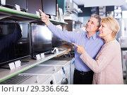 Купить «positive husband and wife choose for themselves TV in center of electronics», фото № 29336662, снято 17 февраля 2019 г. (c) Яков Филимонов / Фотобанк Лори