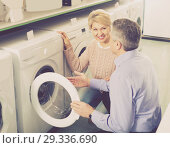 Купить «Mature married couple in shop of household appliances», фото № 29336690, снято 27 марта 2019 г. (c) Яков Филимонов / Фотобанк Лори