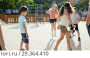 Купить «Girl jumping while jump rope game with friends outdoor», видеоролик № 29364410, снято 23 июля 2018 г. (c) Яков Филимонов / Фотобанк Лори