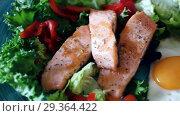 Roasted salmon, fried egg with vegetables. Стоковое видео, видеограф Яков Филимонов / Фотобанк Лори
