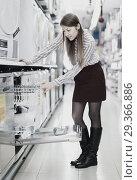 Купить «Modern female housewife buying dishwasher in domestic appliances section», фото № 29366886, снято 12 декабря 2017 г. (c) Яков Филимонов / Фотобанк Лори