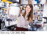 Girl buying slow cooker. Стоковое фото, фотограф Яков Филимонов / Фотобанк Лори