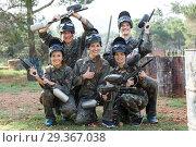 Купить «Group of excited friends paintball players in camouflage standing with guns», фото № 29367038, снято 22 сентября 2018 г. (c) Яков Филимонов / Фотобанк Лори