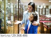 Купить «Woman and girl in museum», фото № 29368486, снято 21 января 2019 г. (c) Яков Филимонов / Фотобанк Лори