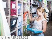 Купить «portrait of female customer choosing bedding set in shop», фото № 29383562, снято 19 января 2019 г. (c) Яков Филимонов / Фотобанк Лори