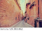 Купить «street of european town», фото № 29383862, снято 14 декабря 2010 г. (c) Яков Филимонов / Фотобанк Лори