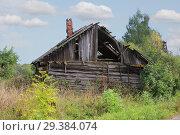 Купить «Abandoned Russian traditional rural house», фото № 29384074, снято 3 сентября 2018 г. (c) Алексей Кузнецов / Фотобанк Лори