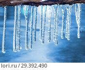 Купить «Сосульки над водой», фото № 29392490, снято 2 ноября 2018 г. (c) Икан Леонид / Фотобанк Лори