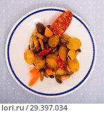 Купить «Pan-fried potatoes with mushrooms and chorizo», фото № 29397034, снято 10 декабря 2018 г. (c) Яков Филимонов / Фотобанк Лори