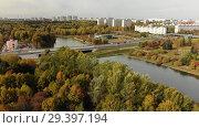 Купить «Big pond in Victory Park in autumn in Zelenograd of Moscow, Russia», видеоролик № 29397194, снято 12 декабря 2019 г. (c) Володина Ольга / Фотобанк Лори