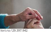 Купить «An old woman extends a hand with keys and a little girl takes it», видеоролик № 29397942, снято 17 ноября 2018 г. (c) Константин Шишкин / Фотобанк Лори